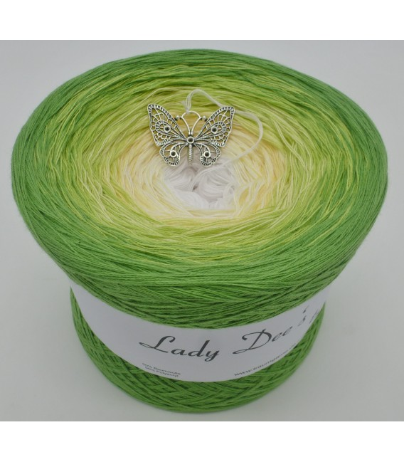 gradient yarn 4ply April Bobbel - frog green outside