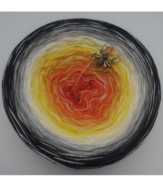 Sonderbobbel Nr. 5 (Special Bobbel No. 5) - 4 ply gradient yarn - image 2