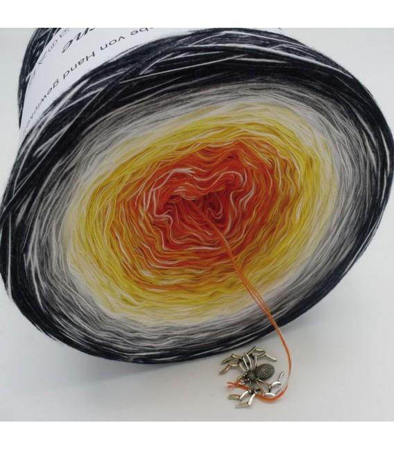 Sonderbobbel Nr. 5 (Special Bobbel No. 5) - 4 ply gradient yarn - image 3