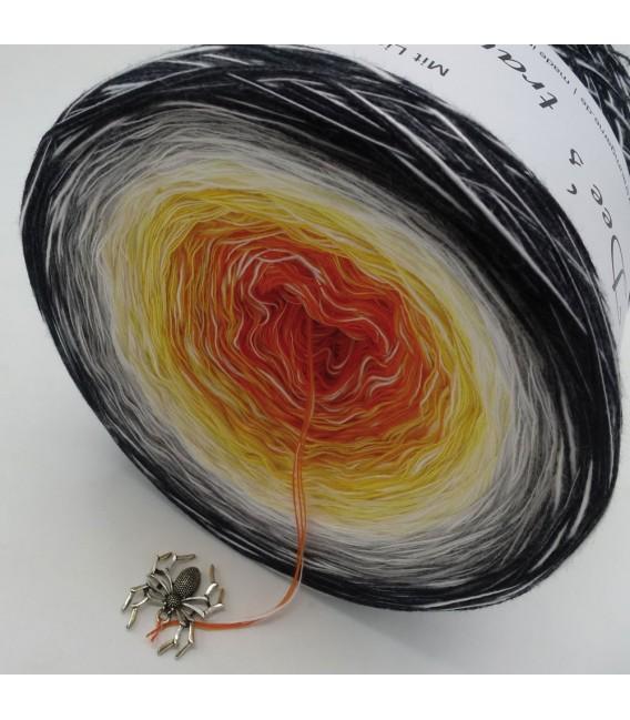Sonderbobbel Nr. 5 (Special Bobbel No. 5) - 4 ply gradient yarn - image 4
