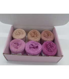Merino Bobbelbox MB002 with 6 small and 4-ply Bobbel - image 1