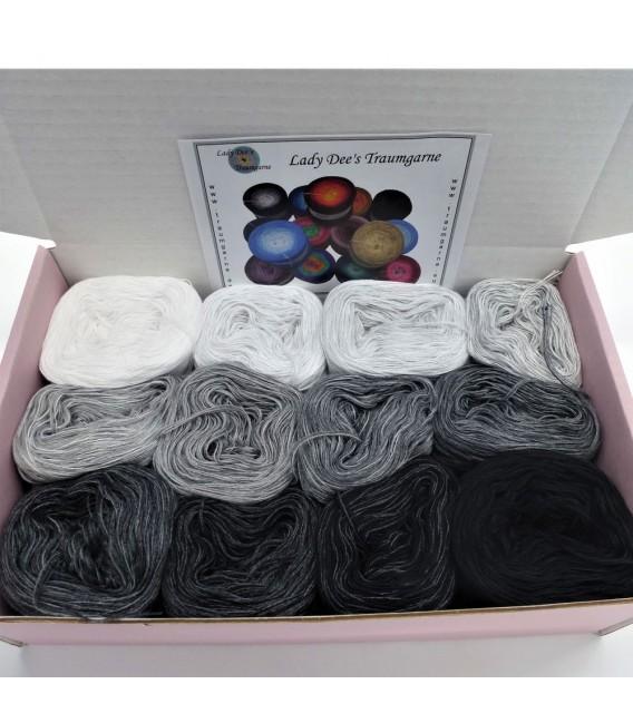 treasure chest - Dunkles Land - gradient yarn - image 2