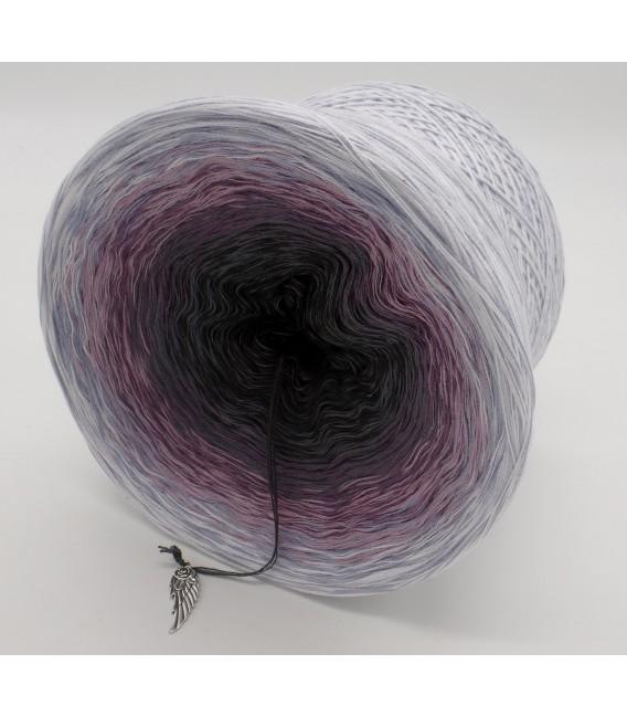 gradient yarn Flüsternde Engel - White outside 3