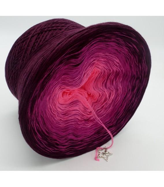 gradient yarn 4ply Madonna - Chianti outside 3