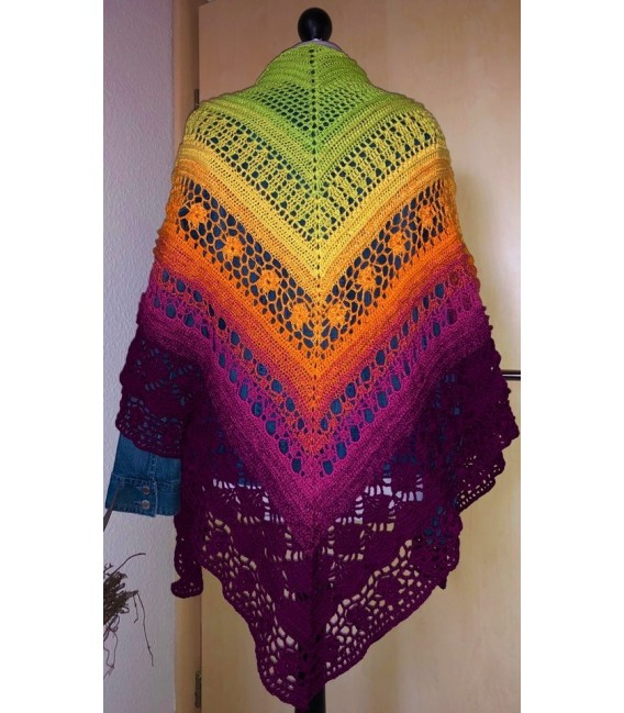 Oase in Bunt - Oasis in colorful - 3 ply gradient yarn image 5