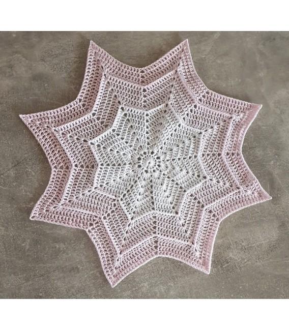 Sternchen der Unschuld (Asterisk of Innocence) - 4 ply gradient yarn - image 3