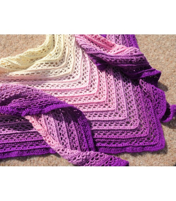 Träumerei (dreaming) - 4 ply gradient yarn - image 9