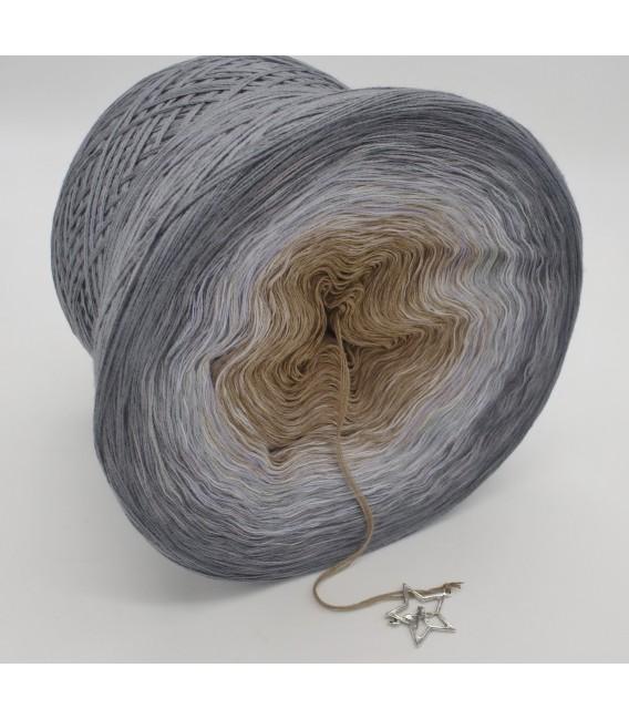 gradient yarn 4ply Orion - Medium gray outside 3