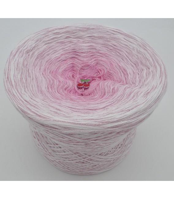 gradient yarn 4ply Kirschblüten - White outside