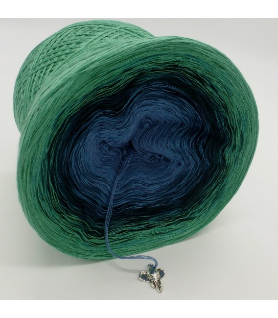 gradient yarn 4ply Amazonas - green mottled outside 3