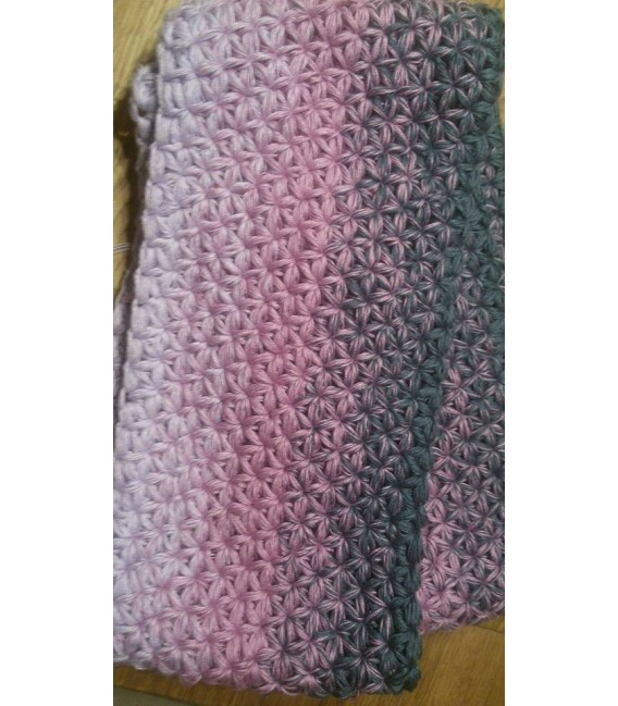 gradient yarn 4ply Deep Love - granite outside 5