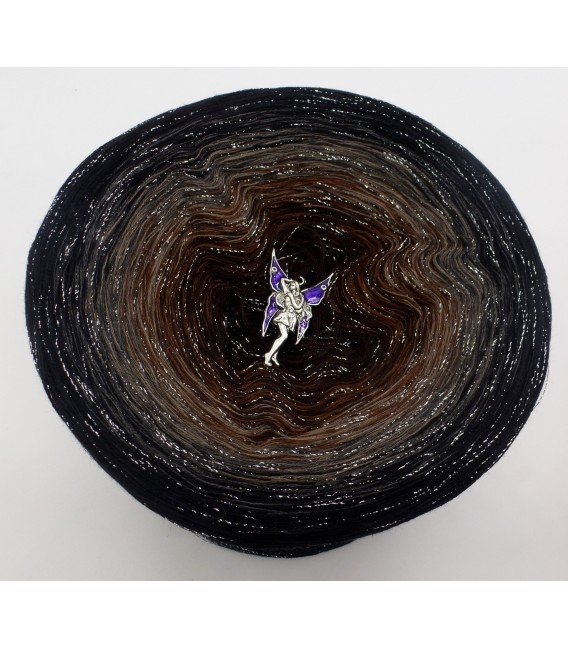 gradient yarn 4ply Mystic Angel - Black outside 2