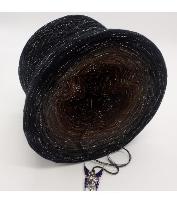 gradient yarn 4ply Mystic Angel - Black outside 3