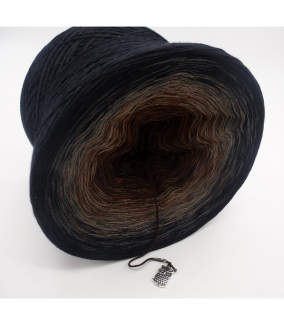 gradient yarn 4ply Midnight Blues - Black outside 3