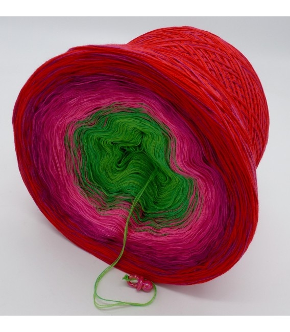 gradient yarn 4ply Lovely Roses - cherry outside 4