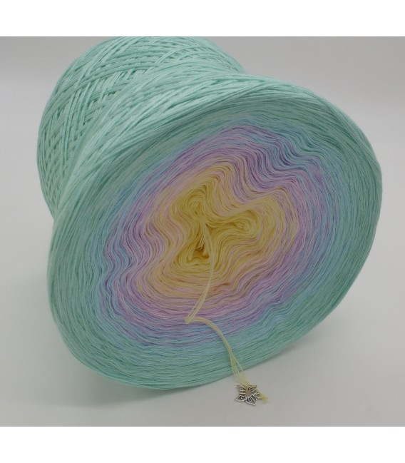 gradient yarn 4ply Regenbogen - pistachio outside 3