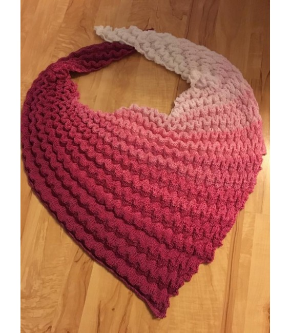 gradient yarn 4ply Heiße Kirschen - Raspberry outside 7
