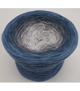 gradient yarn 4-ply Zeit und Raum - pigeon blue outside