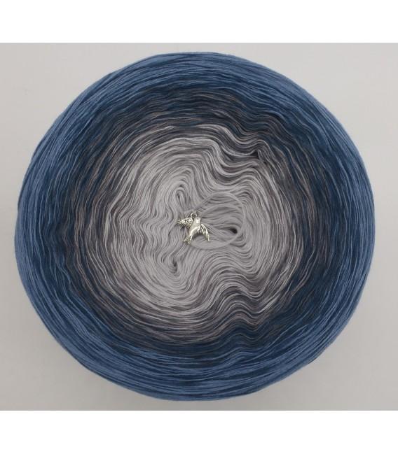 gradient yarn 4-ply Zeit und Raum - pigeon blue outside 2