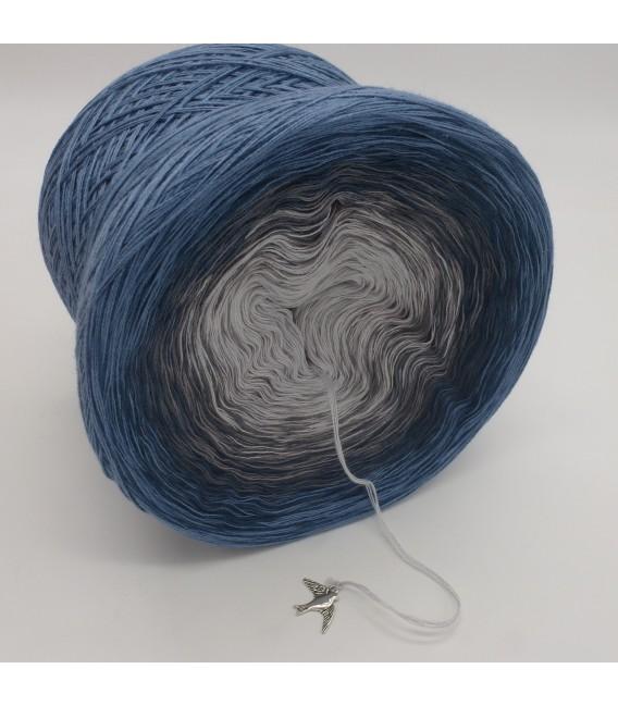 gradient yarn 4-ply Zeit und Raum - pigeon blue outside 3