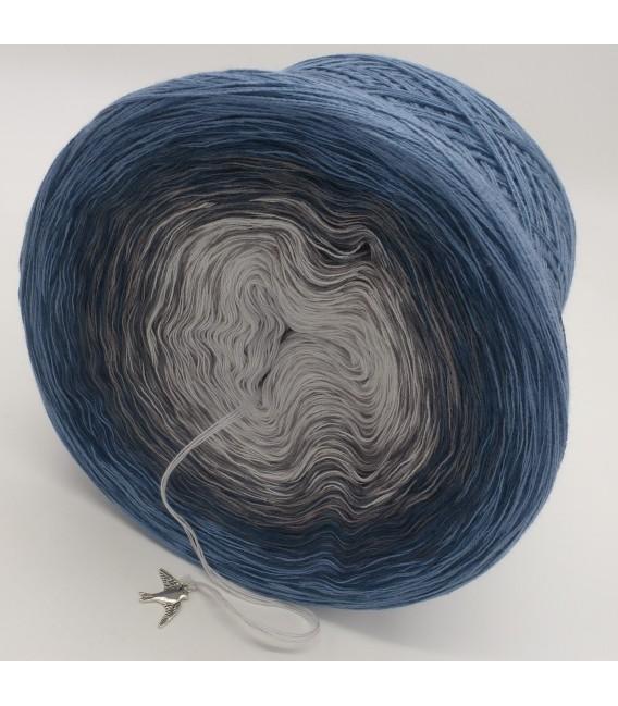 gradient yarn 4-ply Zeit und Raum - pigeon blue outside 4