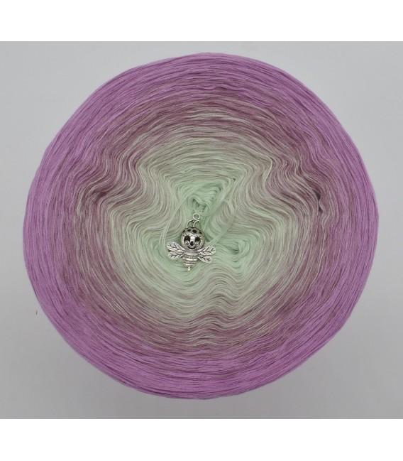 gradient yarn 4ply Spätsommerträume - amethyst outside 2