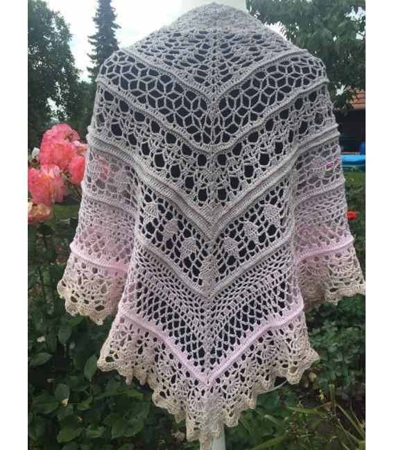 Sanfter Blick (gentle glance) - 4 ply gradient yarn - image 10