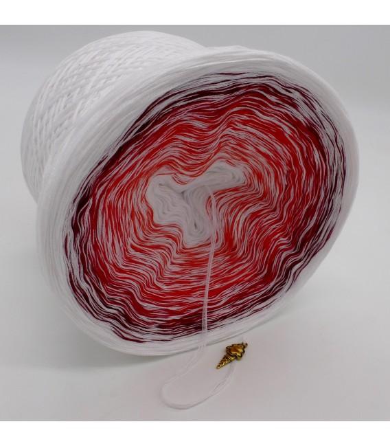 Erdbeereis mit Sahne (Crème glacéeaux fraises à la crème) - blanc en continu - 4 fils de gradient filamenteux - photo 3