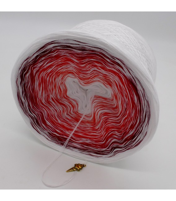 Erdbeereis mit Sahne (Strawberry ice with cream) - White continuously - 4 ply gradient yarn - image 4
