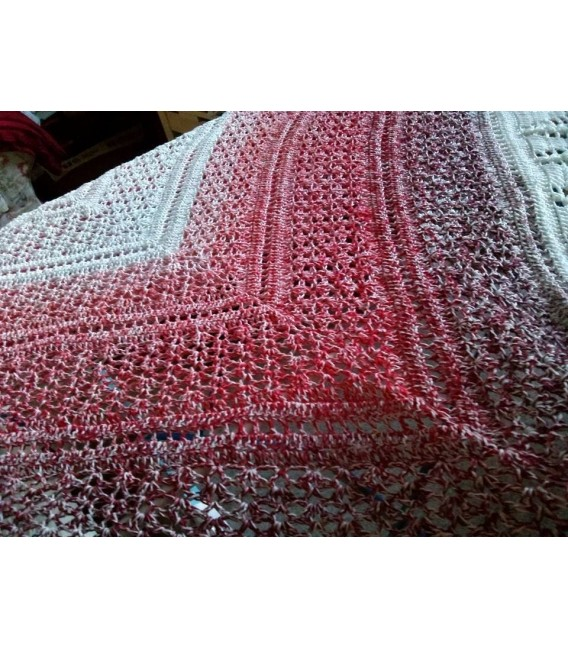 Erdbeereis mit Sahne (Strawberry ice with cream) - White continuously - 4 ply gradient yarn - image 5