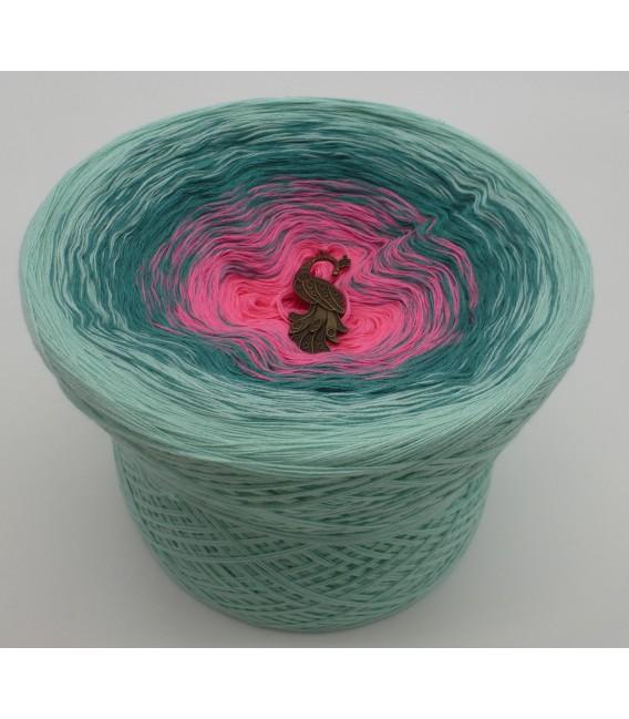 gradient yarn Rose Garden - Pistachio outside