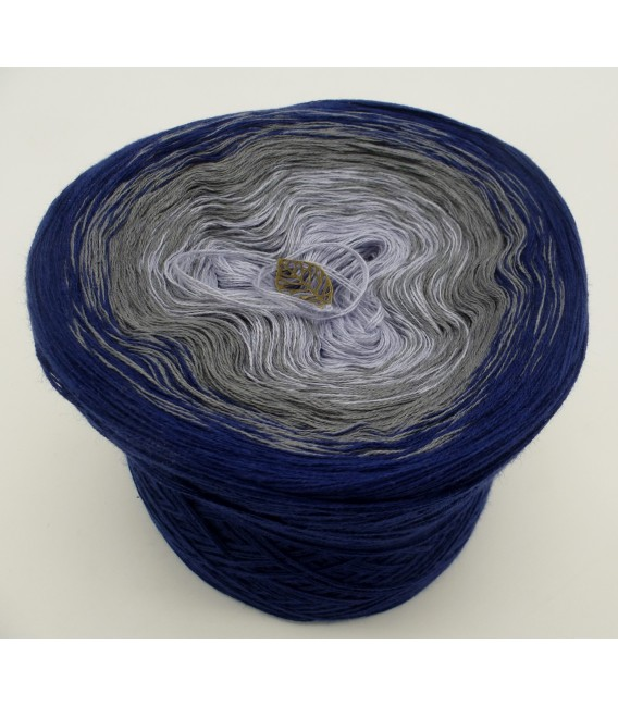 gradient yarn 3ply Blue Velvet 3F - royal blue outside