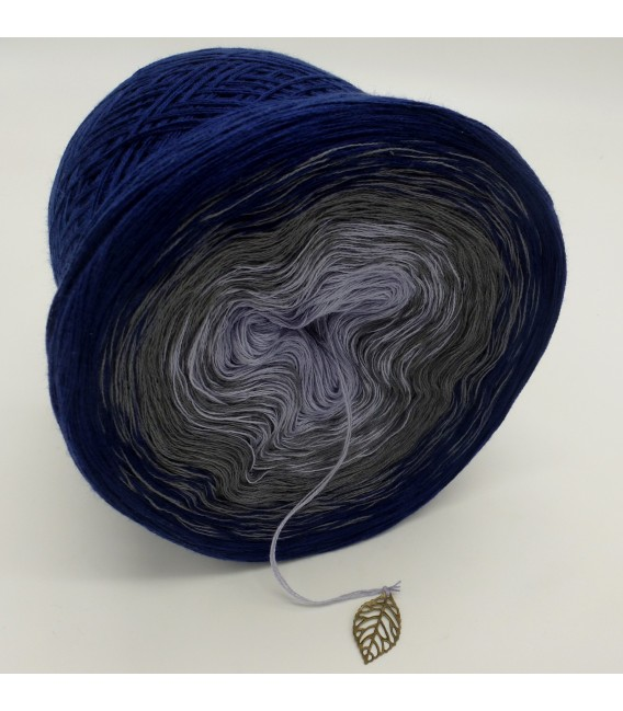 gradient yarn 3ply Blue Velvet 3F - royal blue outside 3