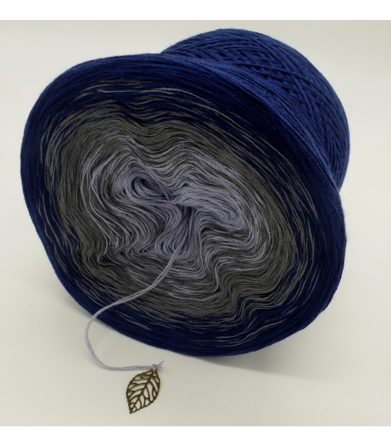 gradient yarn 3ply Blue Velvet 3F - royal blue outside 4