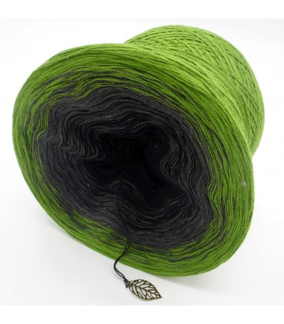 Geheimnisvolle Gedanken - 3 ply gradient yarn image 5