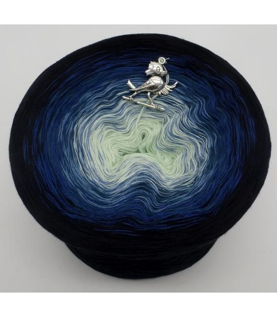 gradient yarn Poseidon - Black outside 2