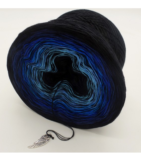 Blue Touch 3F - Black continuously - 3 ply gradient yarn image 4