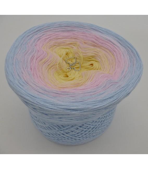 Zeit für Zärtlichkeit - 3 ply gradient yarn image 2