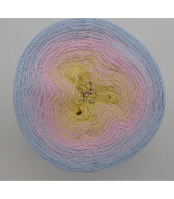 Zeit für Zärtlichkeit - 3 ply gradient yarn image 3