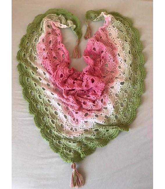 Zarte Blüten - 3 ply gradient yarn image 10