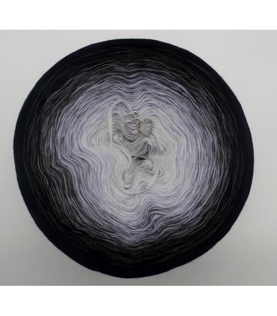gradient yarn Mitternachtstraum - Black outside 2