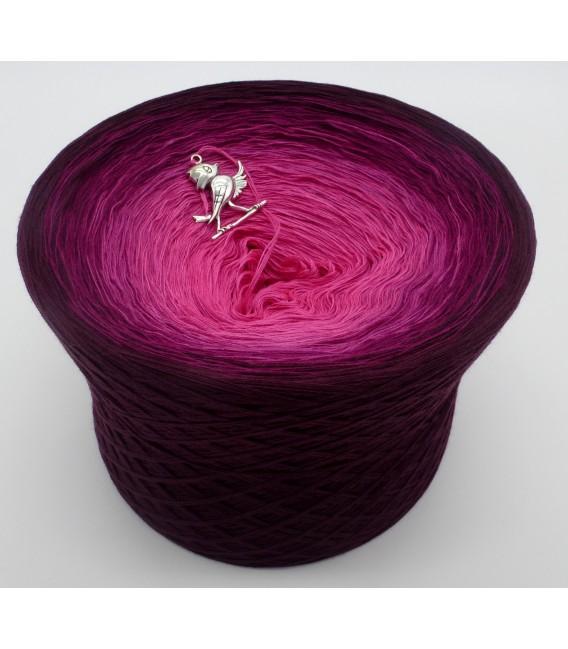 gradient yarn 4ply Beeren Träume - chianti outside