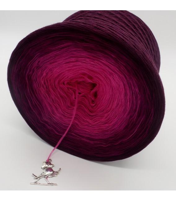 gradient yarn 4ply Beeren Träume - chianti outside 2
