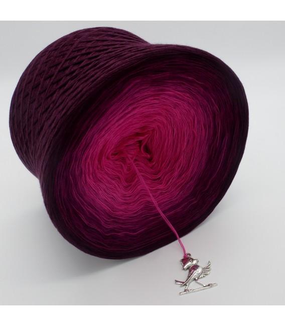 gradient yarn 4ply Beeren Träume - chianti outside 4