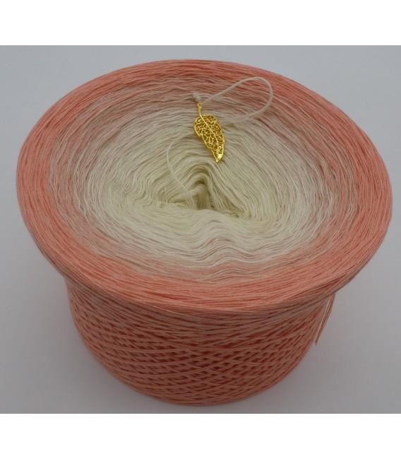 gradient yarn 4ply Pfirsich Blüte - quartz outside