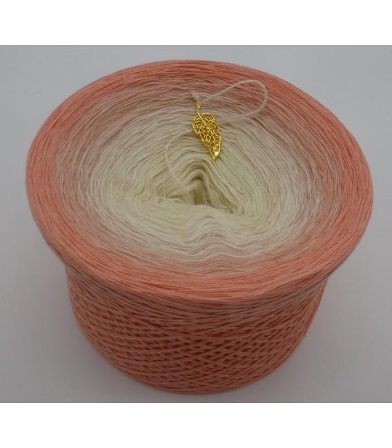 gradient yarn 4ply Pfirsich Blüte - quartz outside 4
