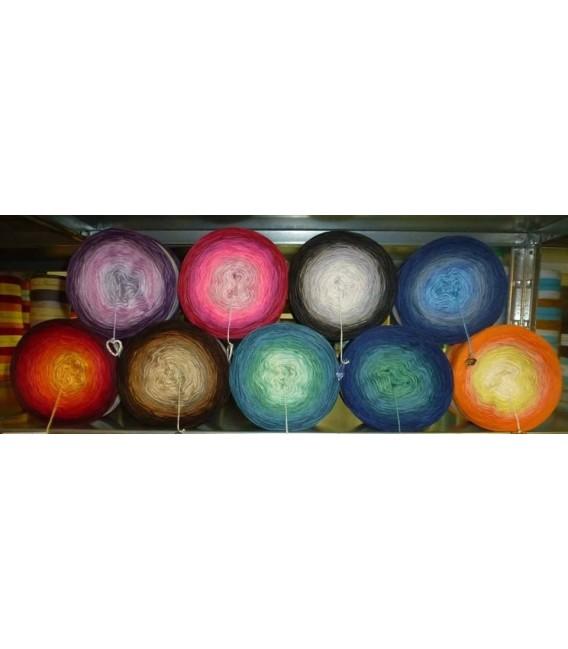 Bobbel mit Farbverlauf - Wunschwicklung 5 fädig 200g. Sie können bis zu 3 Farben und einen Glitzerfaden für Ihren Wunschbobbel a