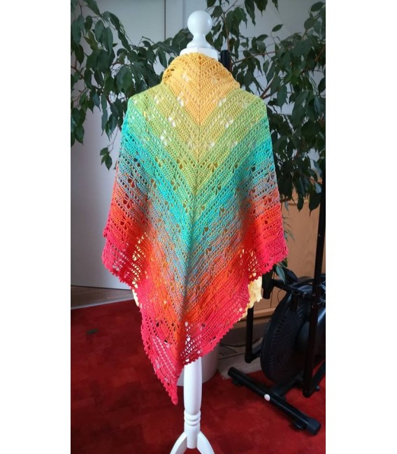 gradient yarn Over the Rainbow - lobster outside 7