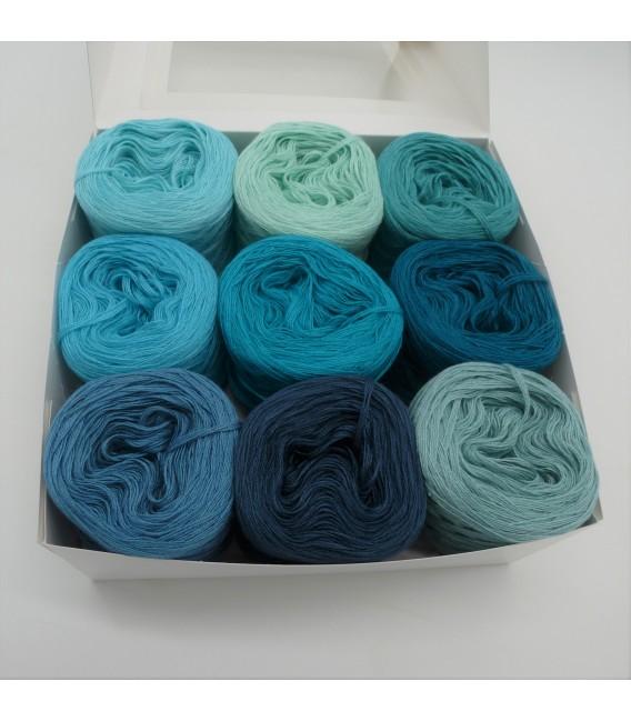 Eine Packung Bobbelinchen Lady Dee's Farben des Lebens (4fädig-900m) - Blautöne.