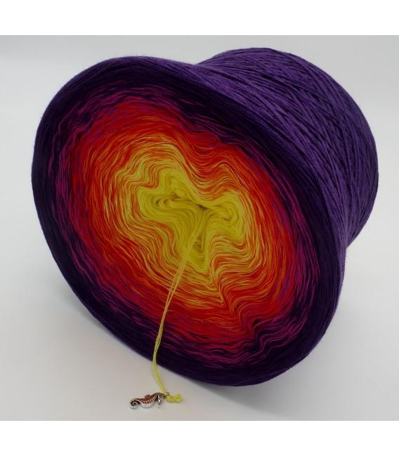 gradient yarn Sonne am Horizont - purple outside 4